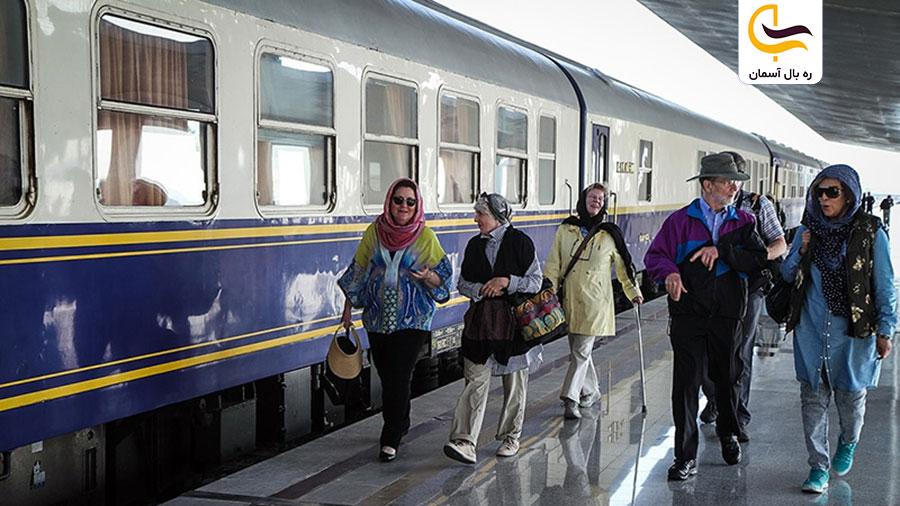 سفر خانوادگی با قطار